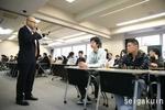 01グロービッシュ講師の先生の話を聞く受講生