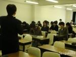 英語の授業、皆さん真剣です。