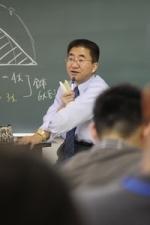 数学の授業風景、講師の方です。