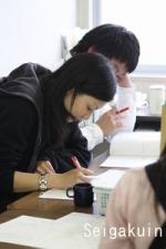 テストの採点なども学生スタッフが行っているんです。